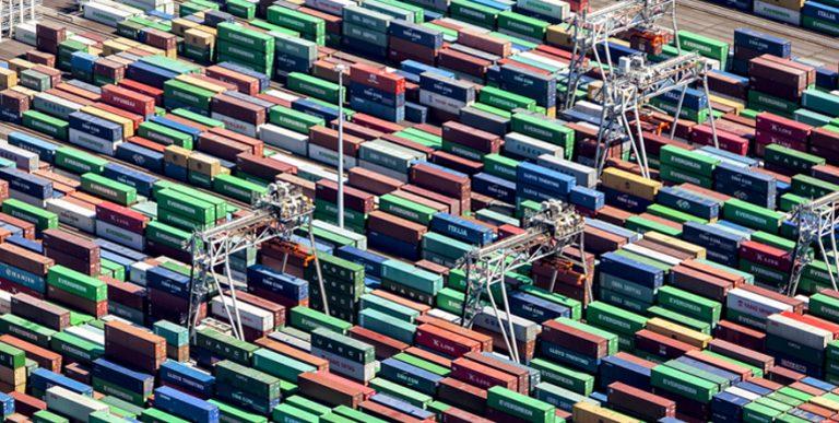 Weiter Stau im Container-Schiffsverkehr