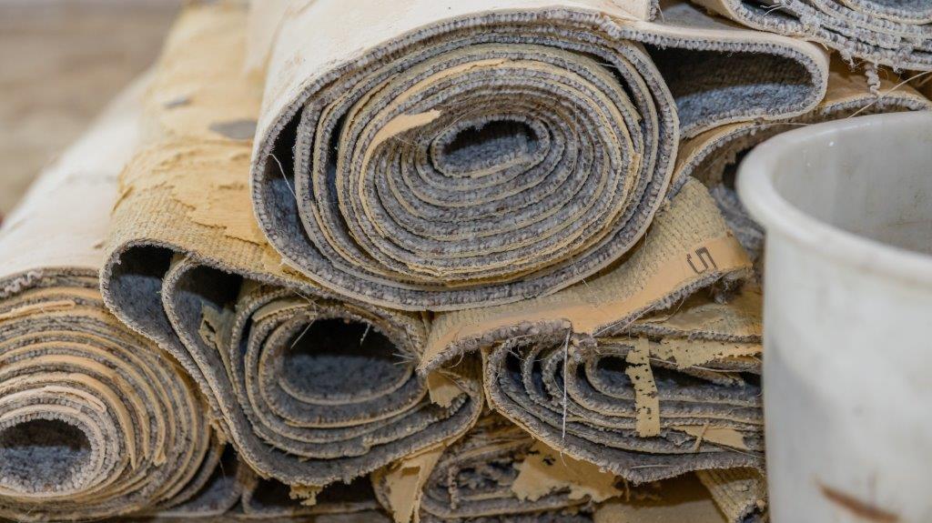 Lösungsmittel für Teppichabfälle