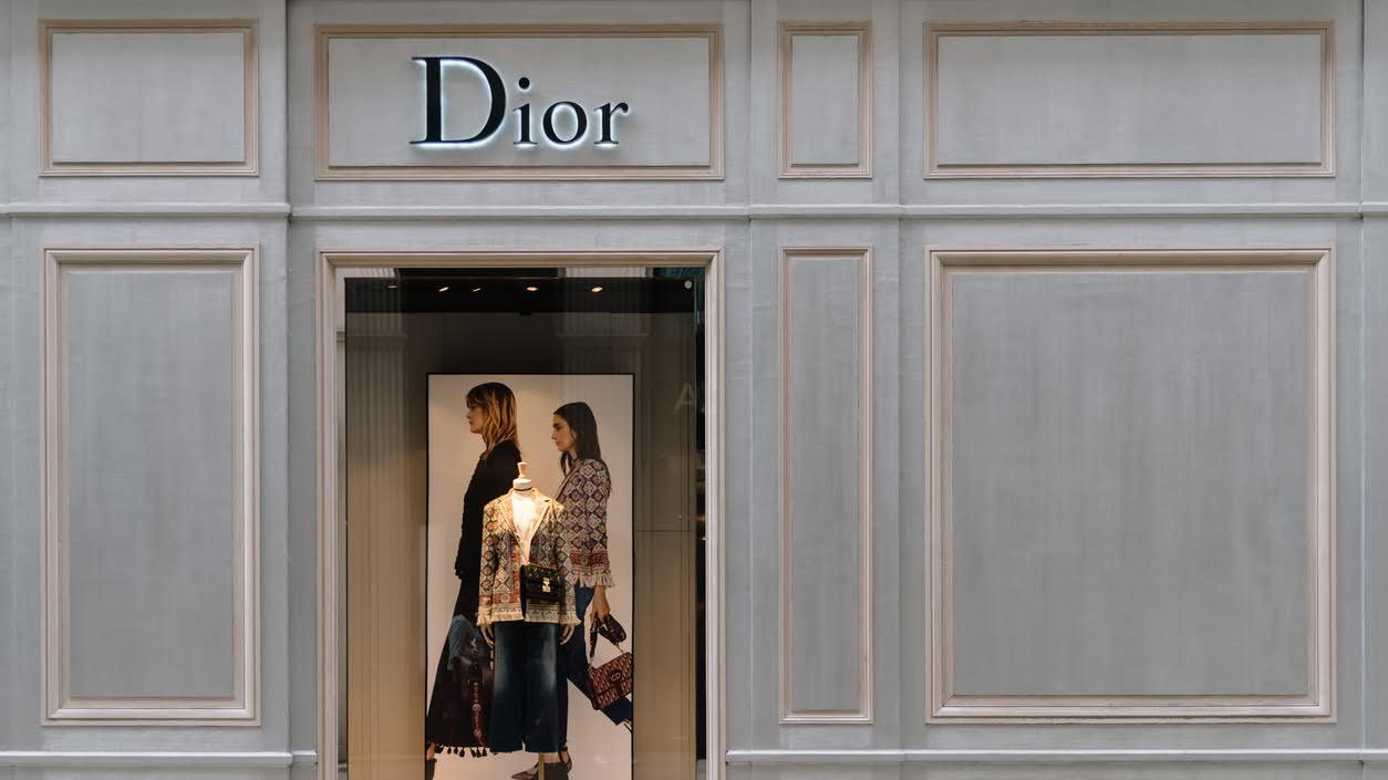 Christian Dior verwendet chemisch recycelten Kunststoff